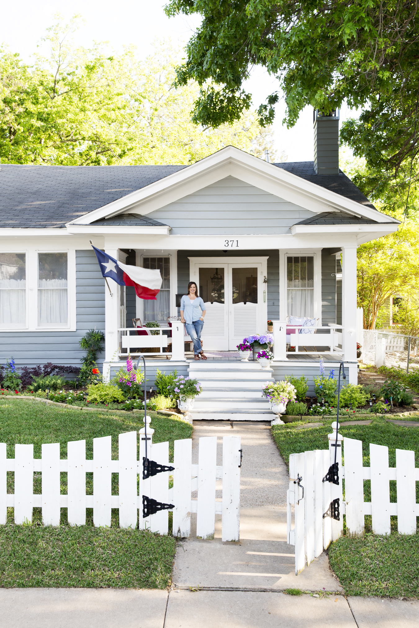 1930s texas cottage cindy williams home for Texas cottage