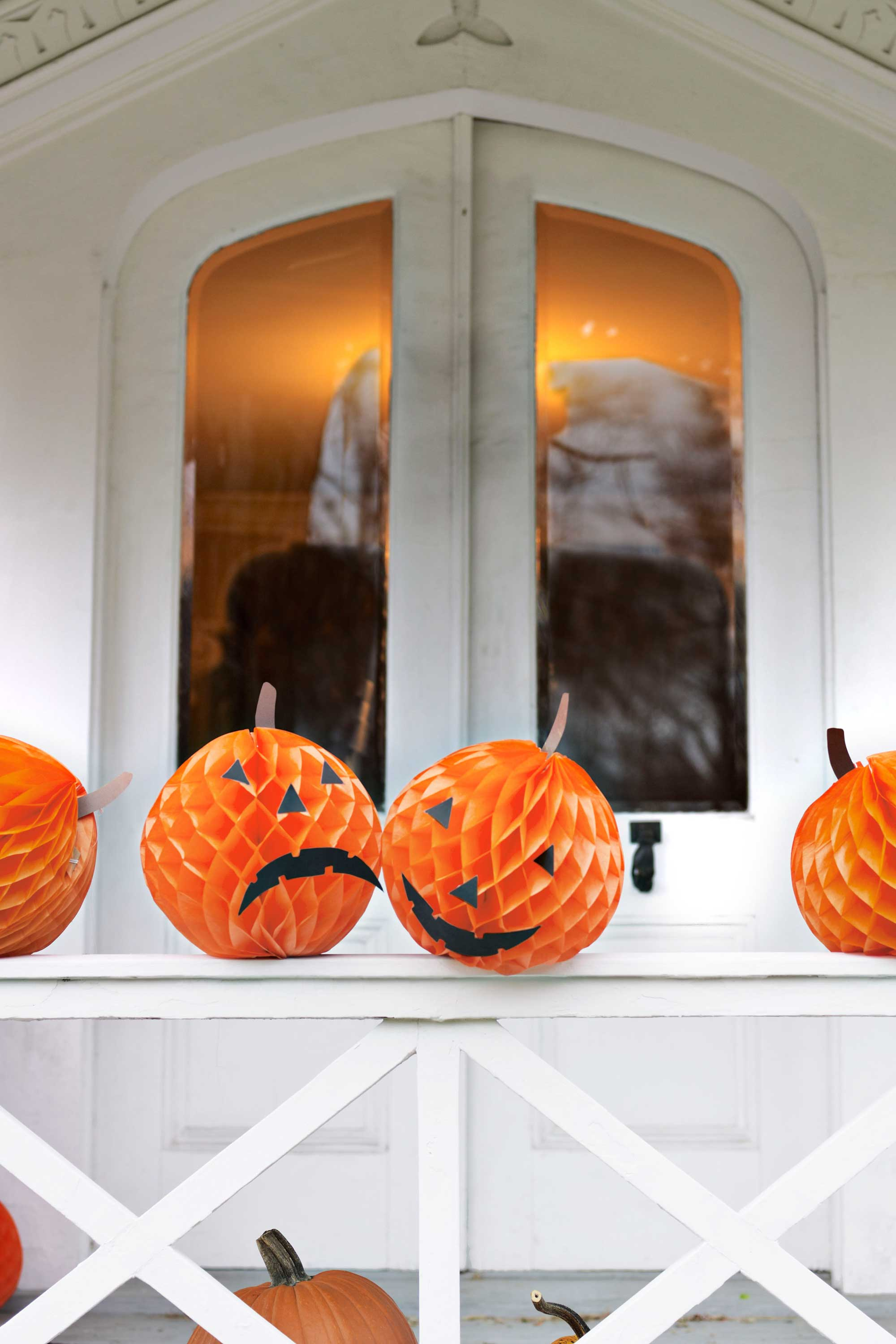40 easy diy halloween decorations homemade do it yourself halloween decor ideas - Halloween Decorations Pumpkins