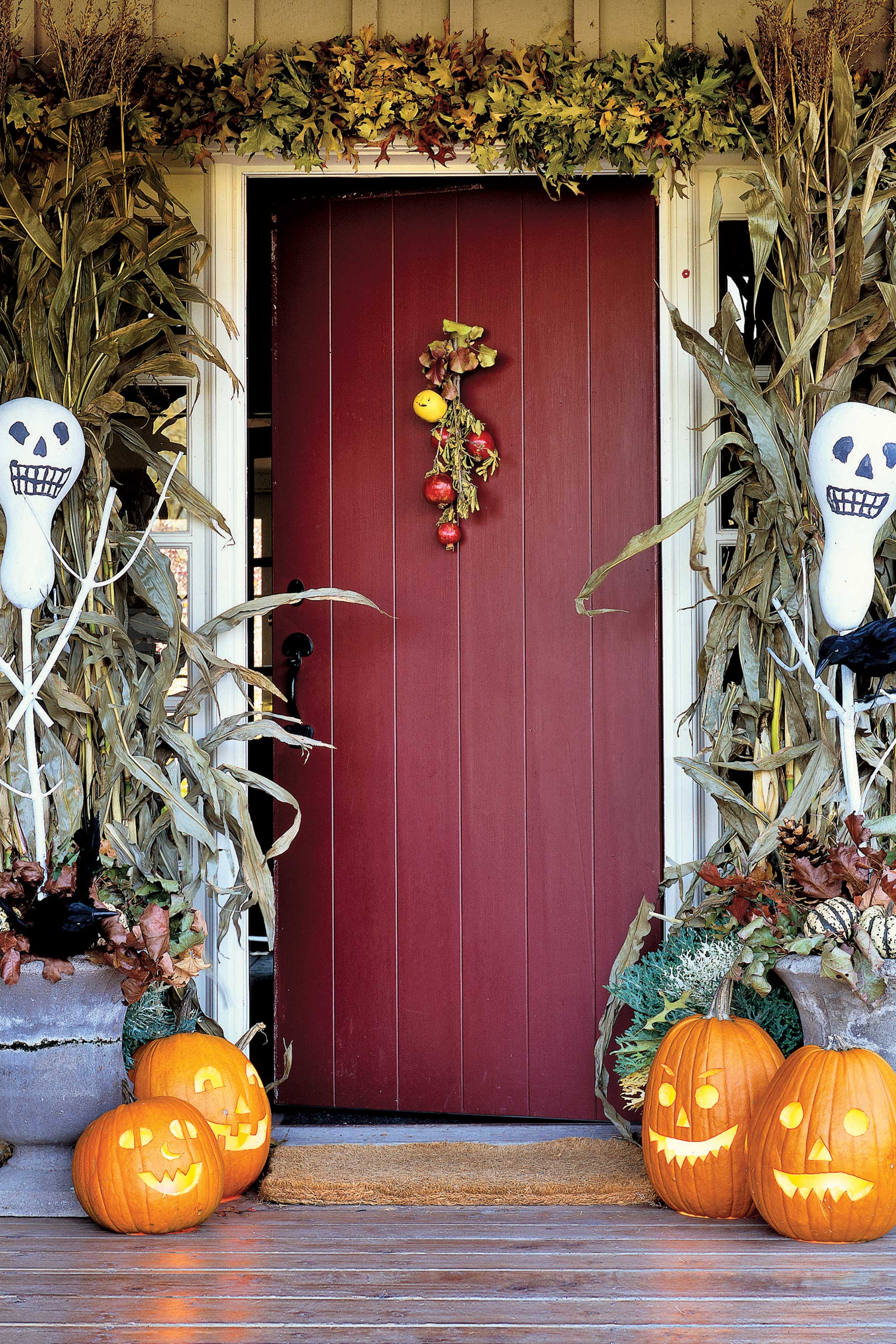 Halloween front door decorations - 35 Best Outdoor Halloween Decoration Ideas Easy Halloween Yard And Porch Decor