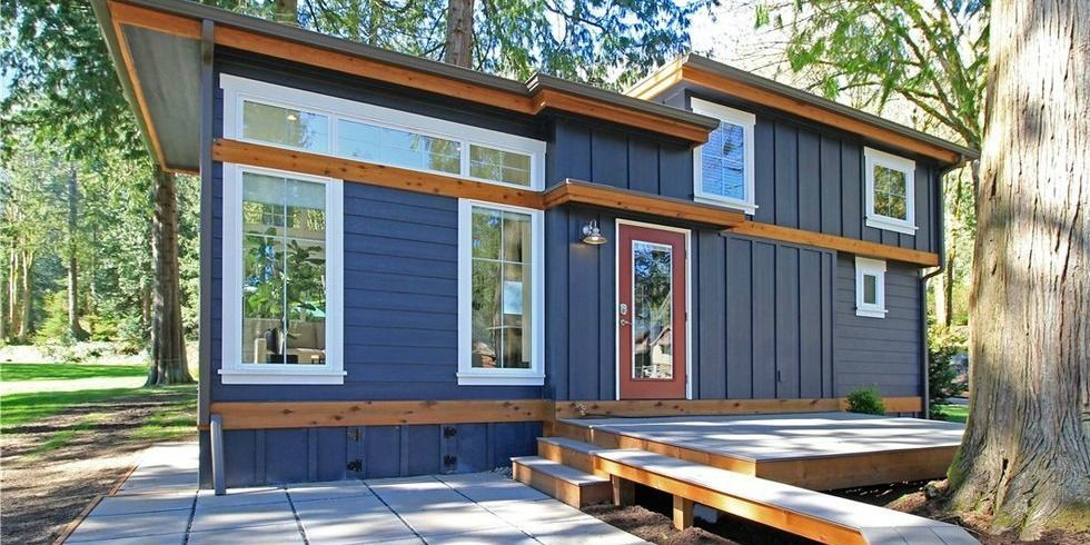 Tiny house cottage for sale in Washington.
