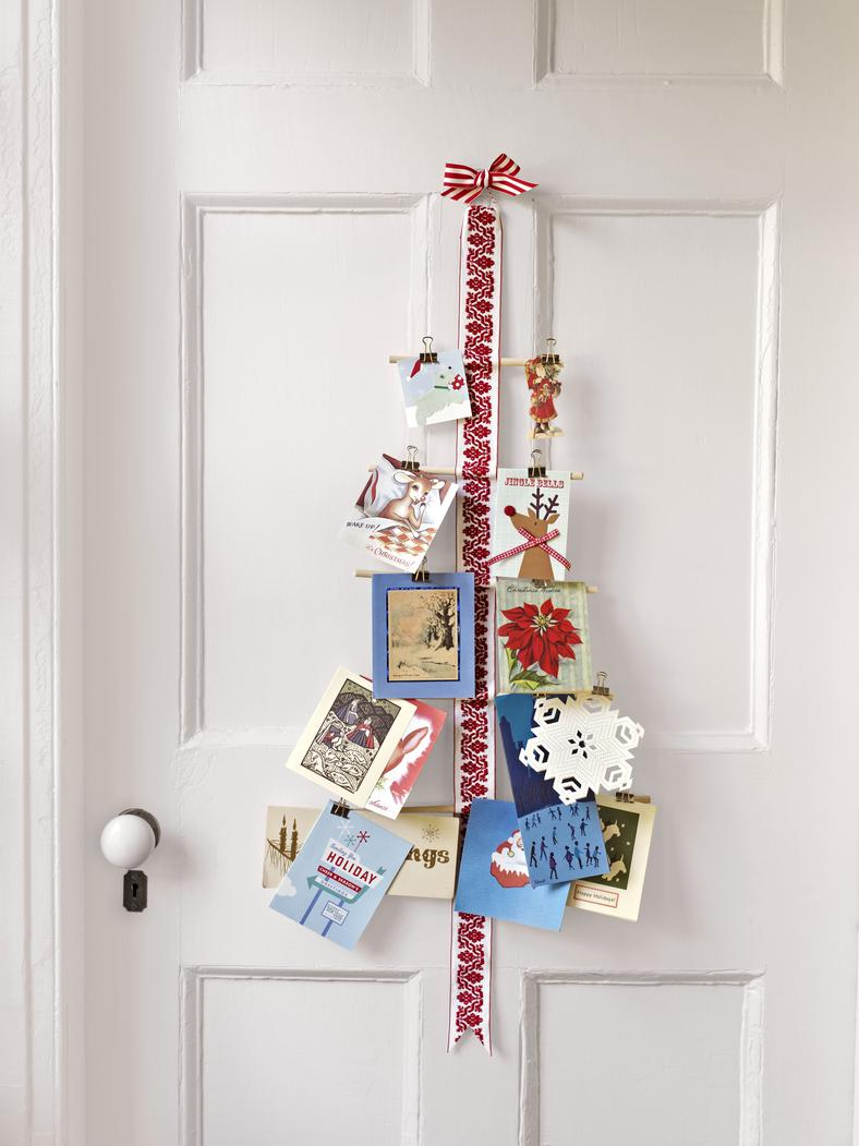 21 diy christmas card holder ideas how to display christmas cards - Christmas Card Tree Holder