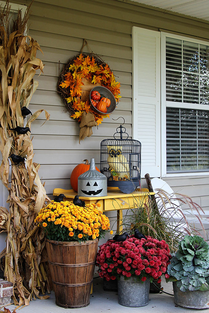 37 fall porch decorating ideas ways to decorate your porch for fall - Decorating Outside For Halloween
