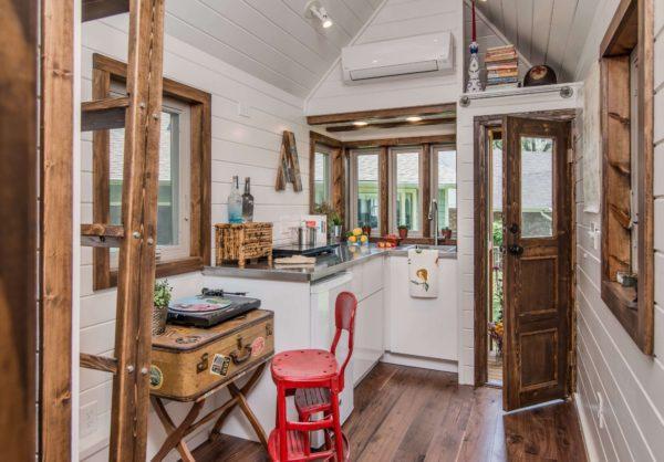 5 Rumah Mini Unik Yang Terlihat Kecil Di Luar Namun Ternyata