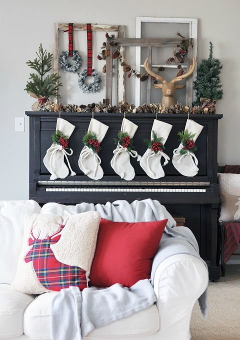 38 Christmas Mantel Decorations