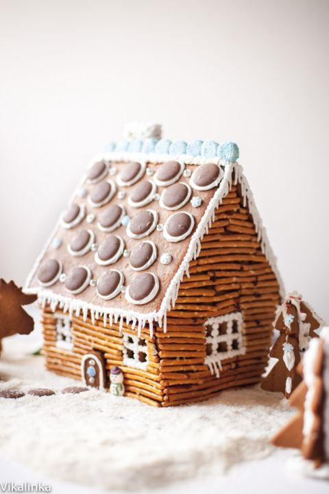 This cozy gingerbread house has a pretzel stick exterior attached with hot caramel, and a roof that features giant chocolate buttons.<br />Get the tutorial at Vikalinka.<br />