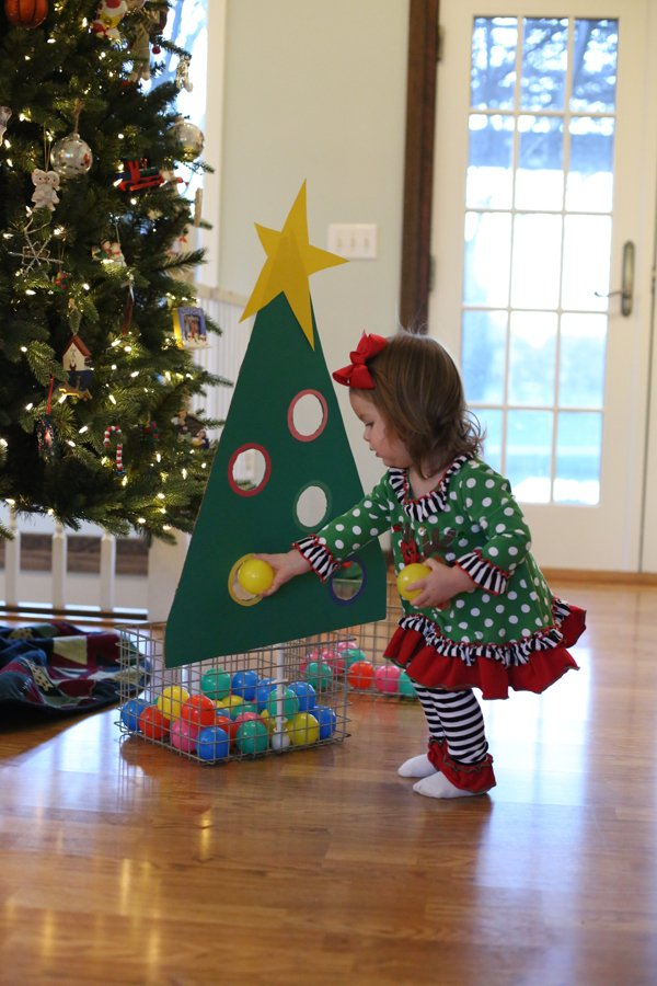 22 Fun Christmas Games & Activities for Kids - Holiday Kids Table ...