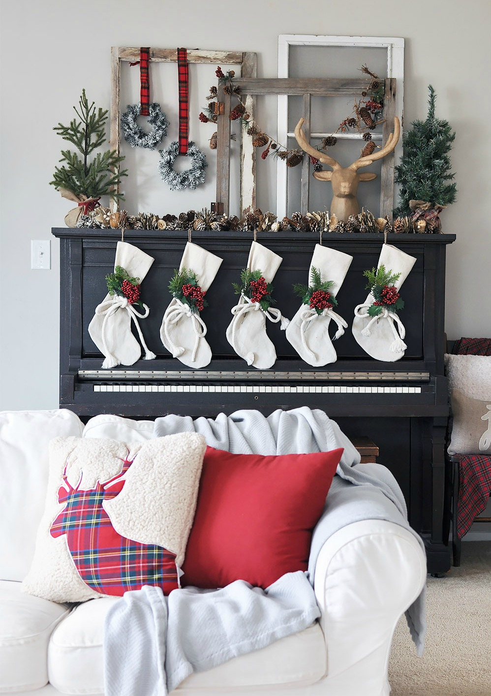 Design Christmas Mantel 38 christmas mantel decorations ideas for holiday fireplace decorating