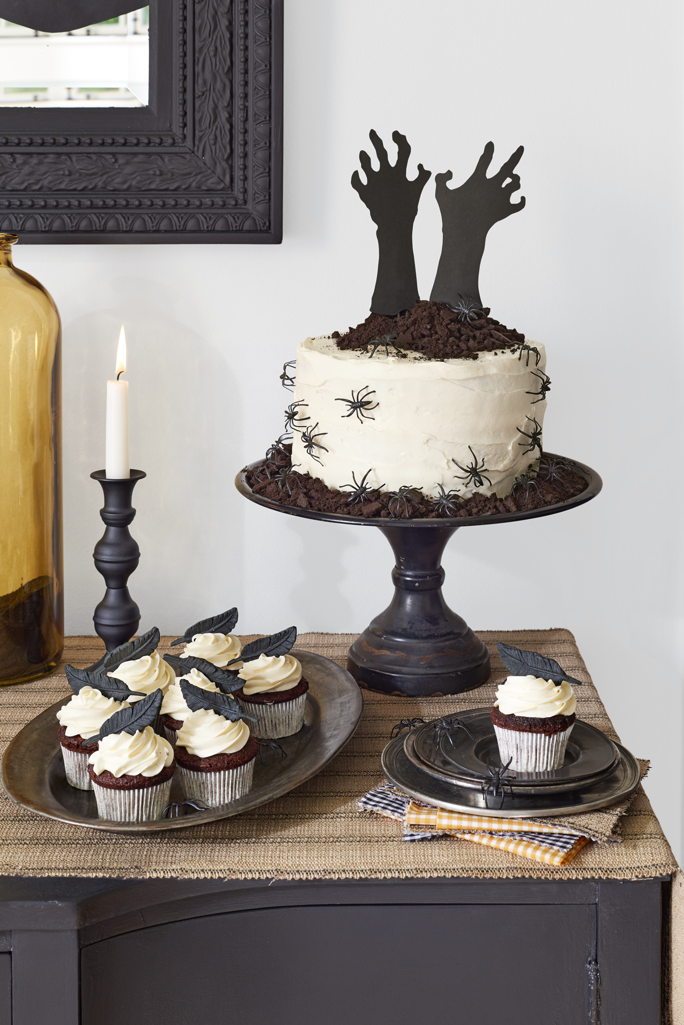 56 fun halloween party decorating ideas spooky halloween party decor - Halloween Decorated Cakes
