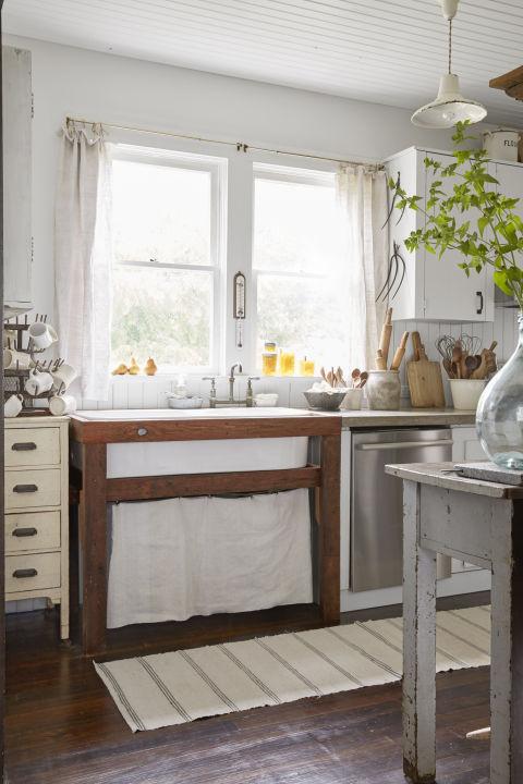 Cool Calm And Functional Kitchen: Lindsea Dragomir Washington Farmhouse