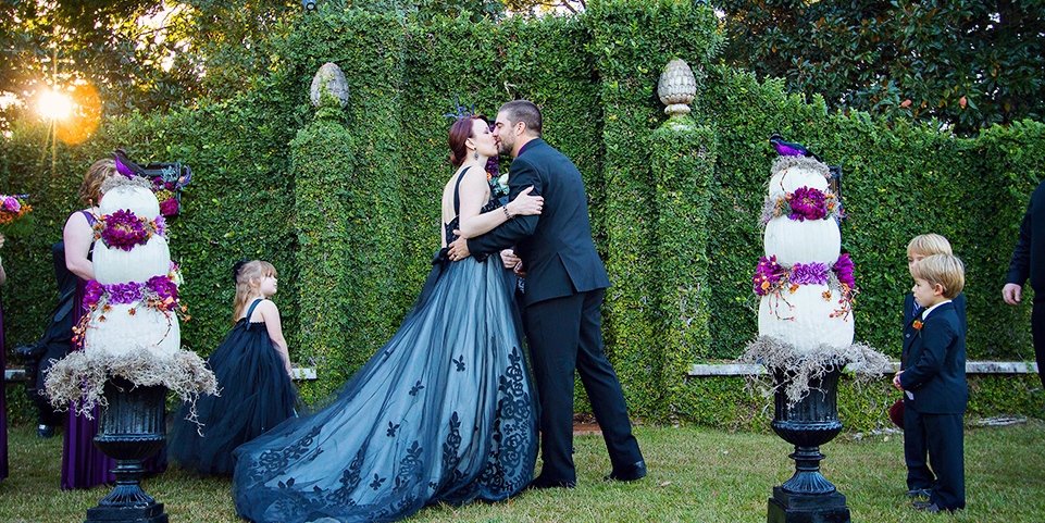 Gothic weddings halloween themed weddings 17 photos junglespirit Image collections