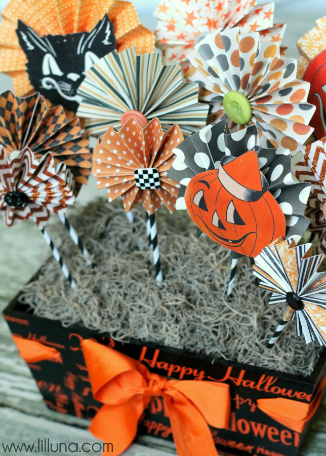 17 halloween centerpieces table decorations diy ideas for halloween themed tables - Halloween Centerpiece