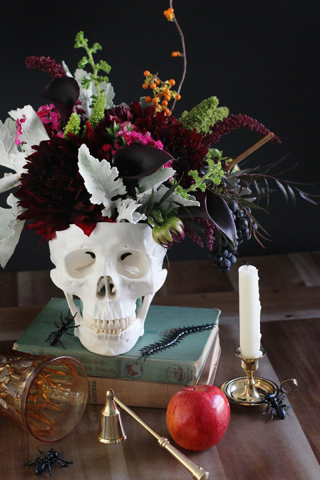 17 halloween centerpieces table decorations diy ideas for halloween themed tables - Halloween Centerpieces