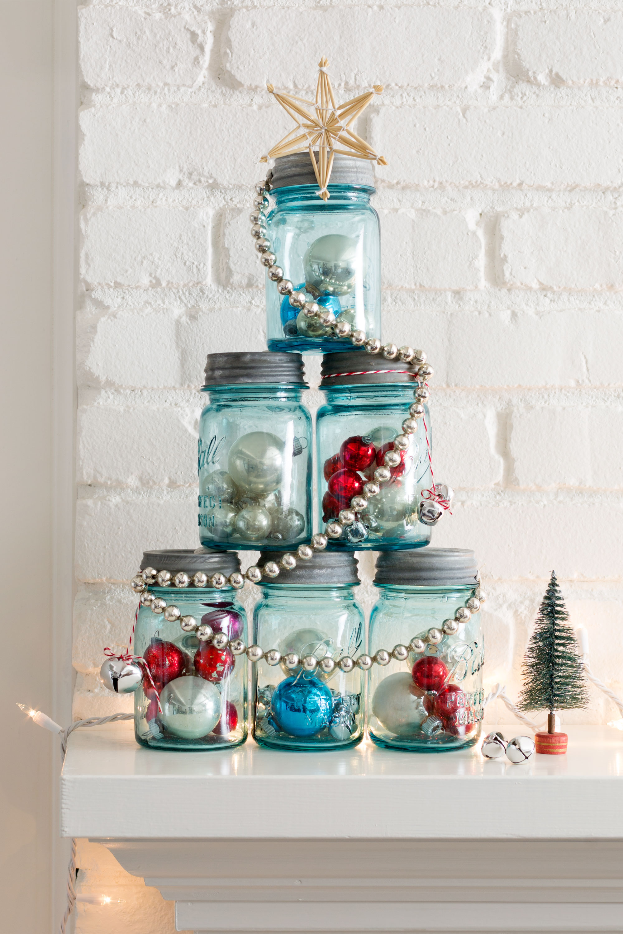 37 diy homemade christmas decorations christmas decor for Simple christmas home decorations