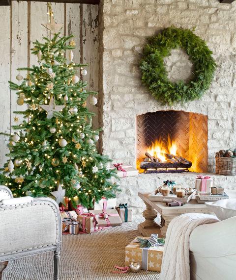 Giant Christmas Wreath Trend - Christmas Wreath Decorating Ideas