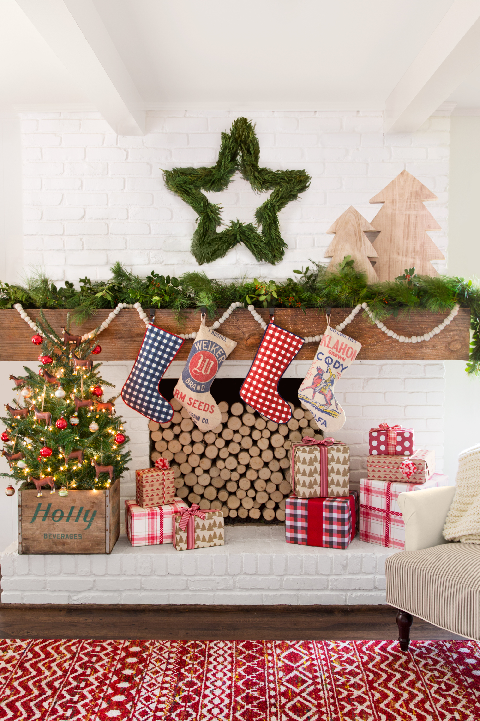 Country Christmas Mantel Decorating Ideas Part - 50: Country Living Magazine