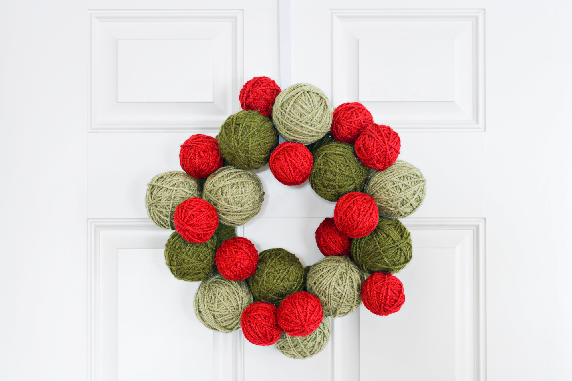 50 diy christmas wreath ideas how to make holiday wreaths crafts - Images For Christmas Decorations