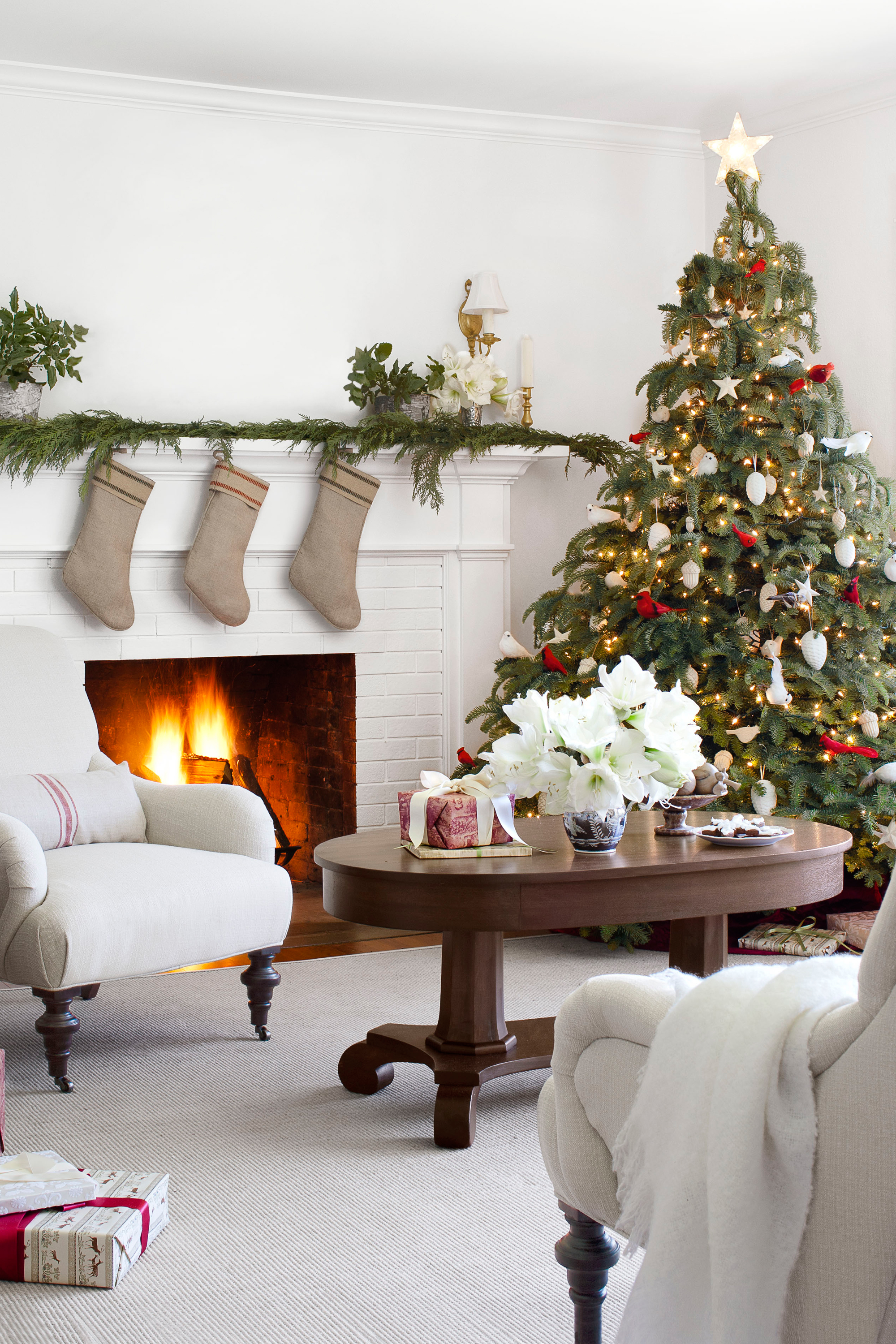 35 Christmas Mantel Decorations   Ideas For Holiday Fireplace Mantel  Decorating