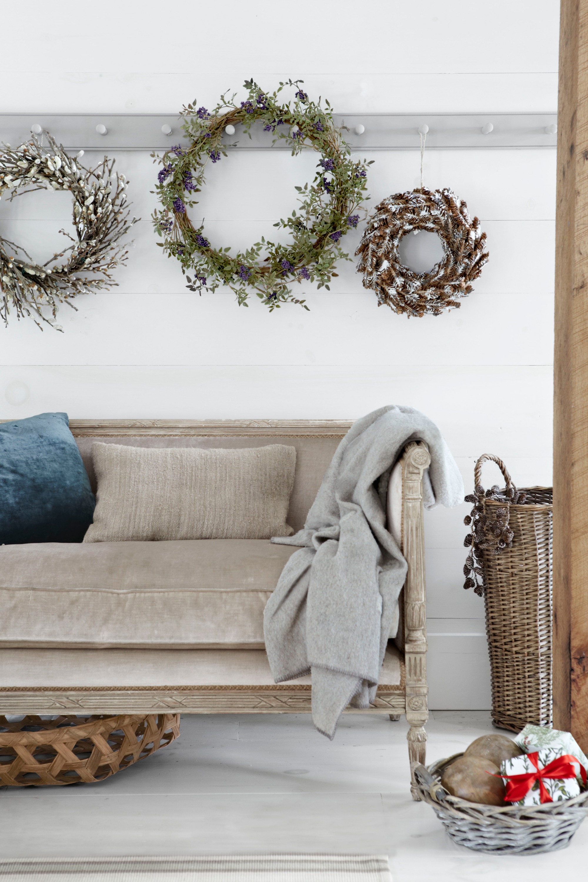 50 diy christmas wreath ideas how to make holiday wreaths crafts amipublicfo Gallery