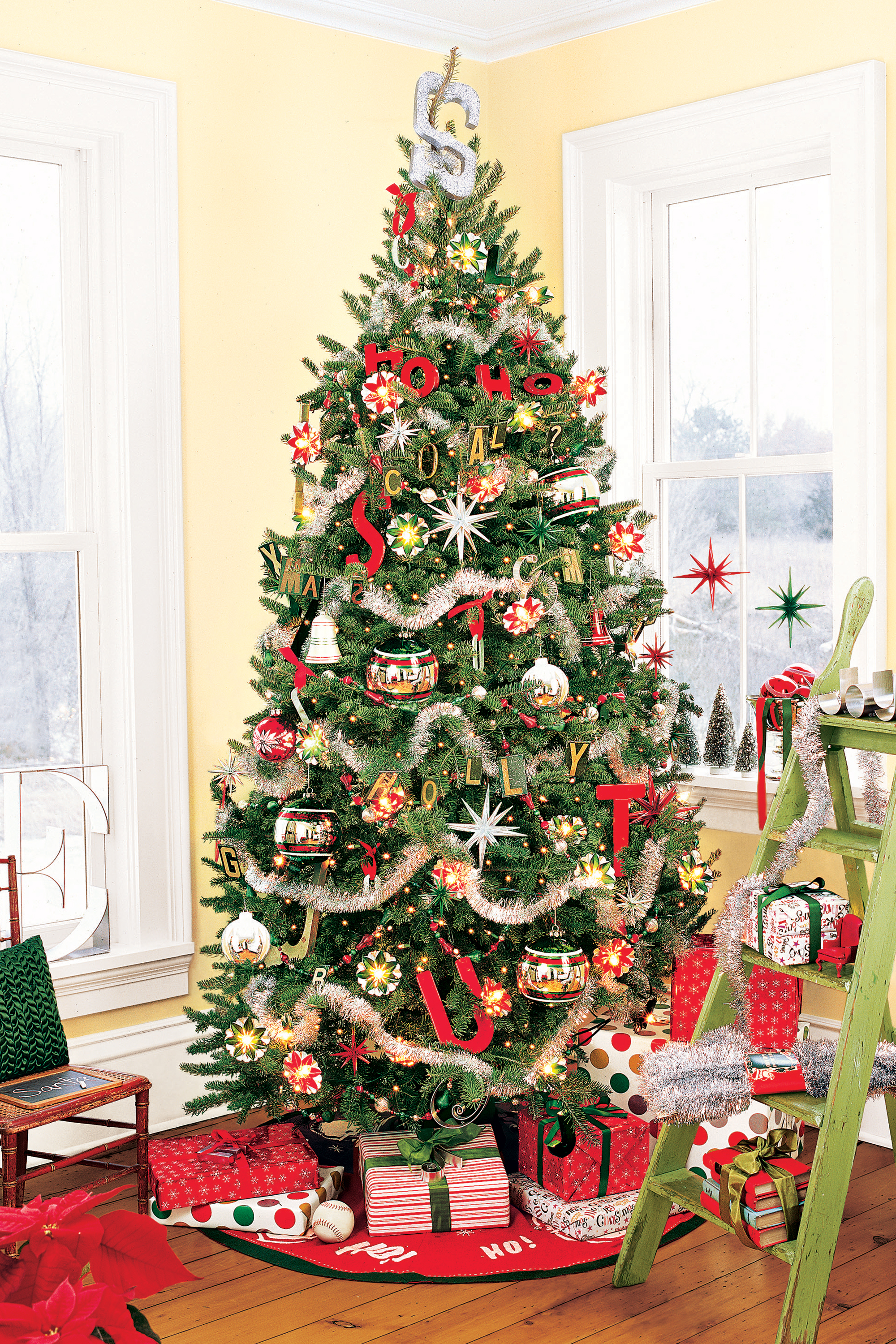 Red and gold christmas tree decorating ideas - 60 Best Christmas Tree Decorating Ideas How To Decorate A Christmas Tree