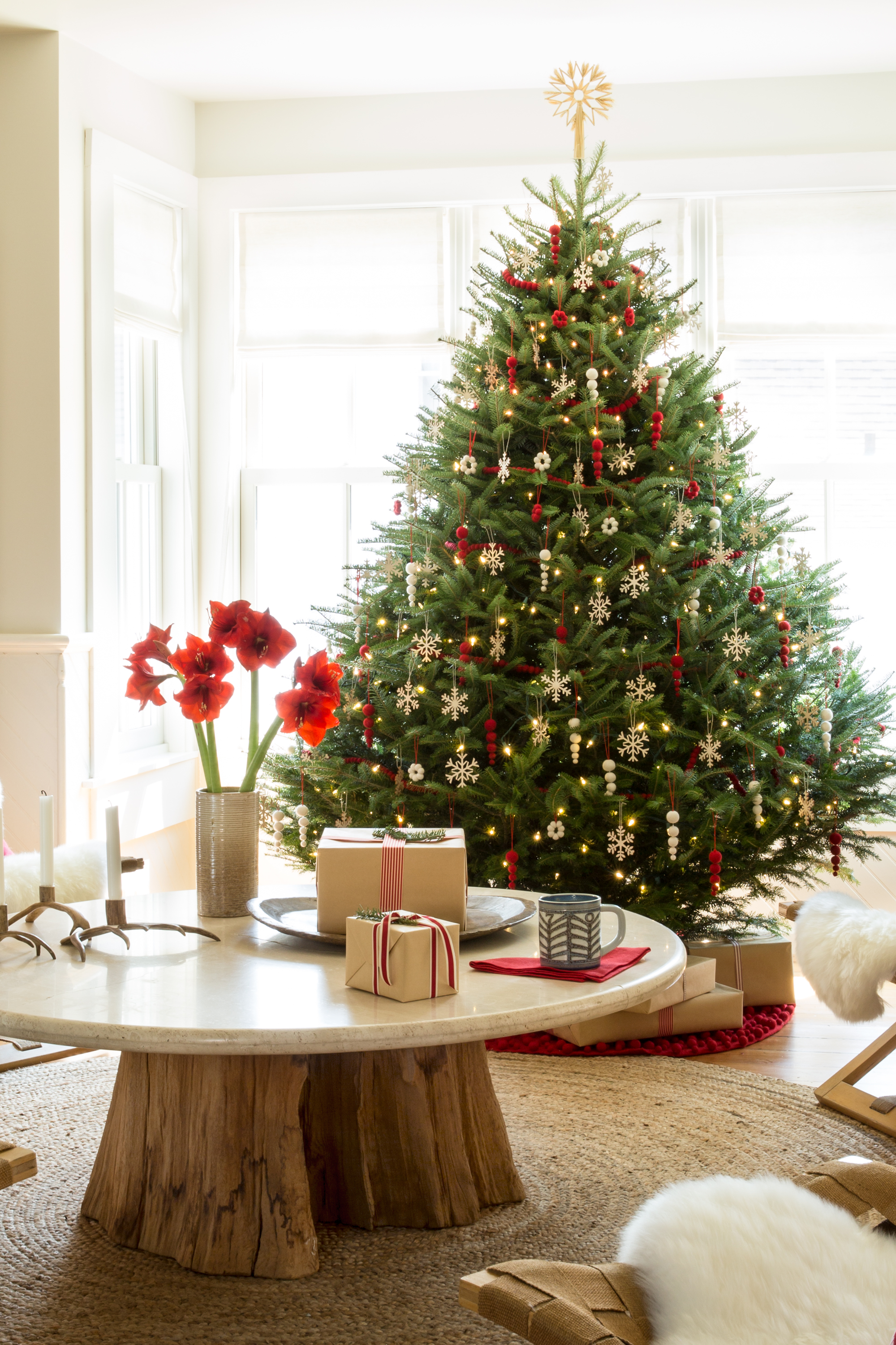 Christmas Decoration Images Delectable 30 Best Christmas Home Tours  Houses Decorated For Christmas Decorating Inspiration