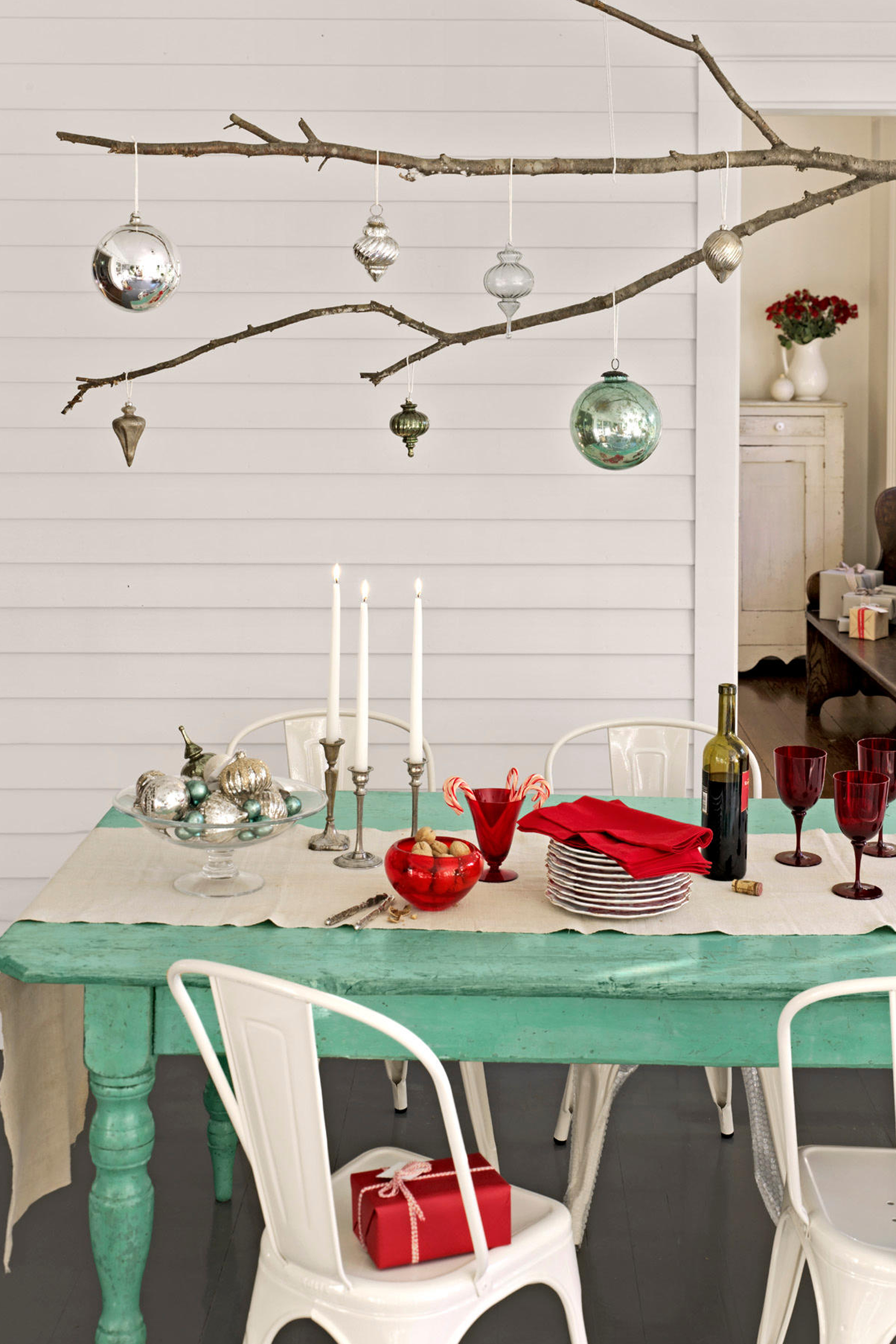 49 Best Christmas Table Settings - Decorations and Centerpiece Ideas for  Your Christmas Table