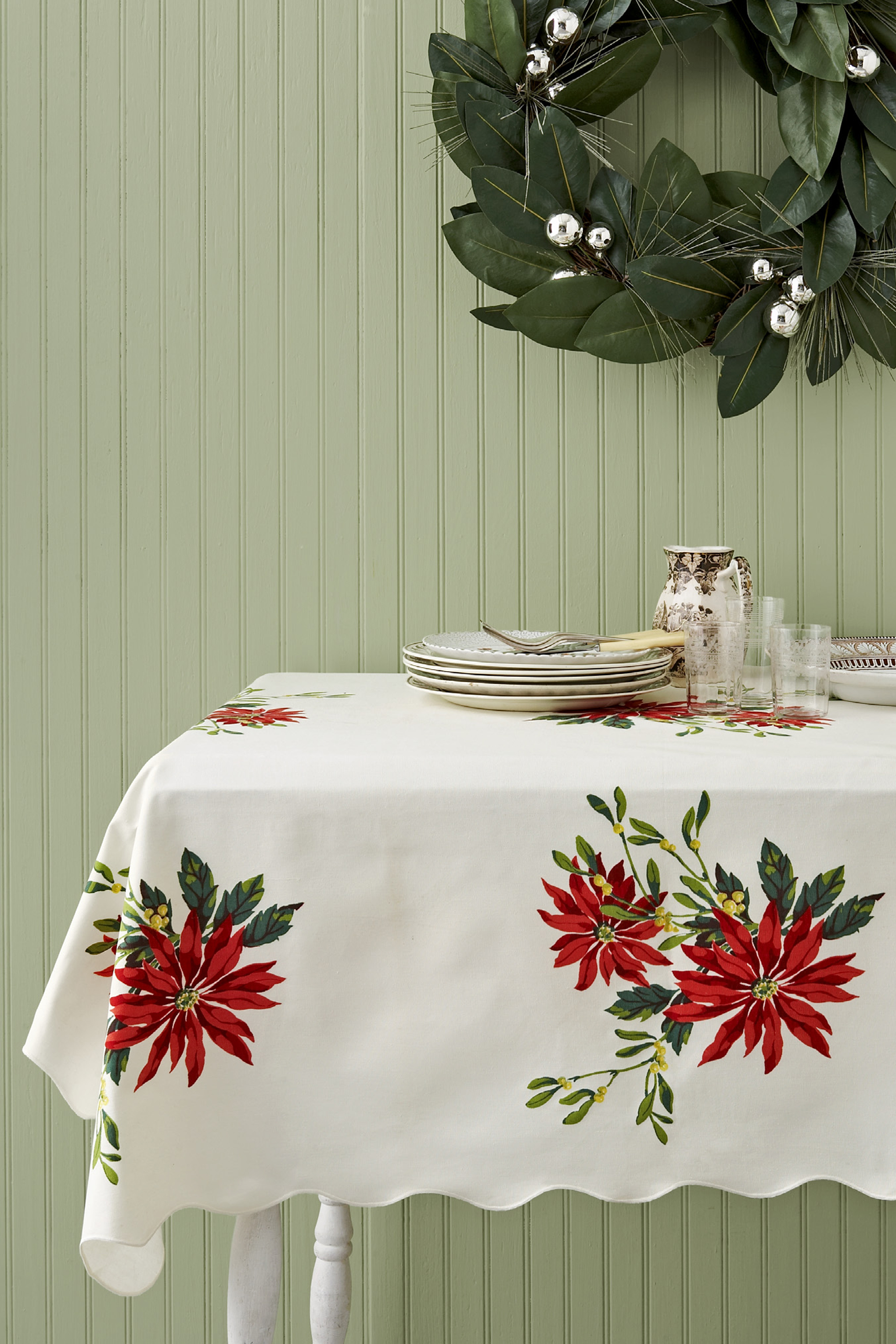 Beautiful Vintage Christmas Tablecloths And Linens   Collecting Vintage Holiday Linens
