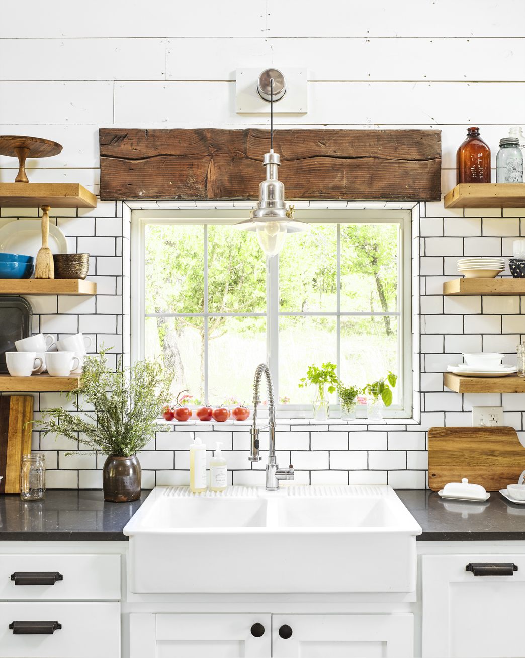 The Problem With Farmhouse Sinks That No One Talks About Cleaning A Farmhouse Sink