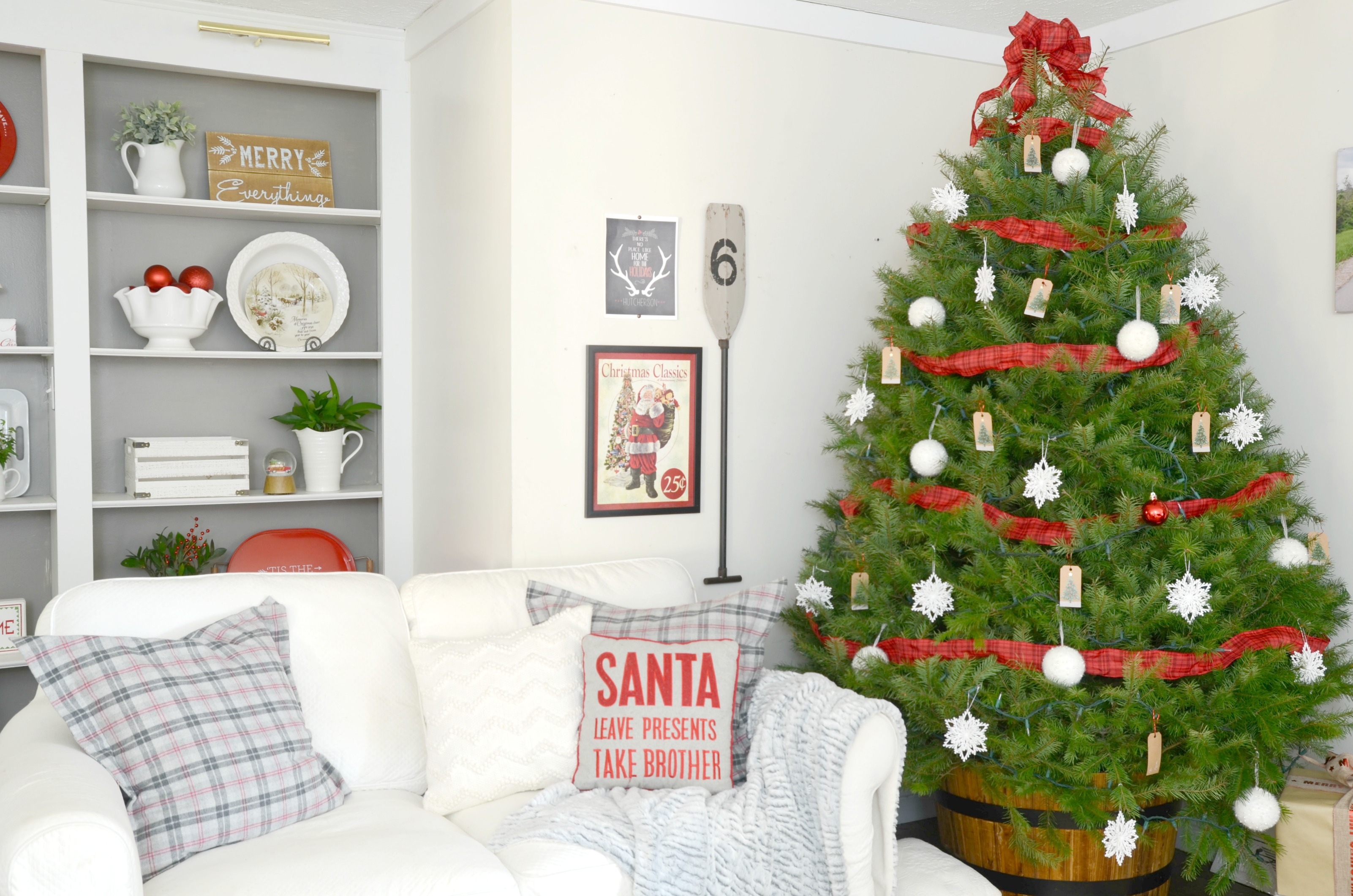 13 gorgeous ways to decorate your farmhouse family room for Departamentos decorados para navidad