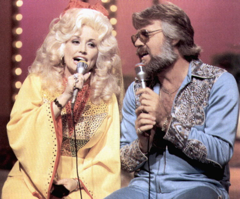 Dolly Parton and Kenny Rogers Reunite - Parton and Rogers Duet for ...