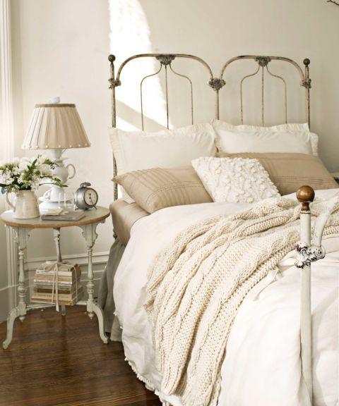 vintage cast iron bed - Vintage Decor