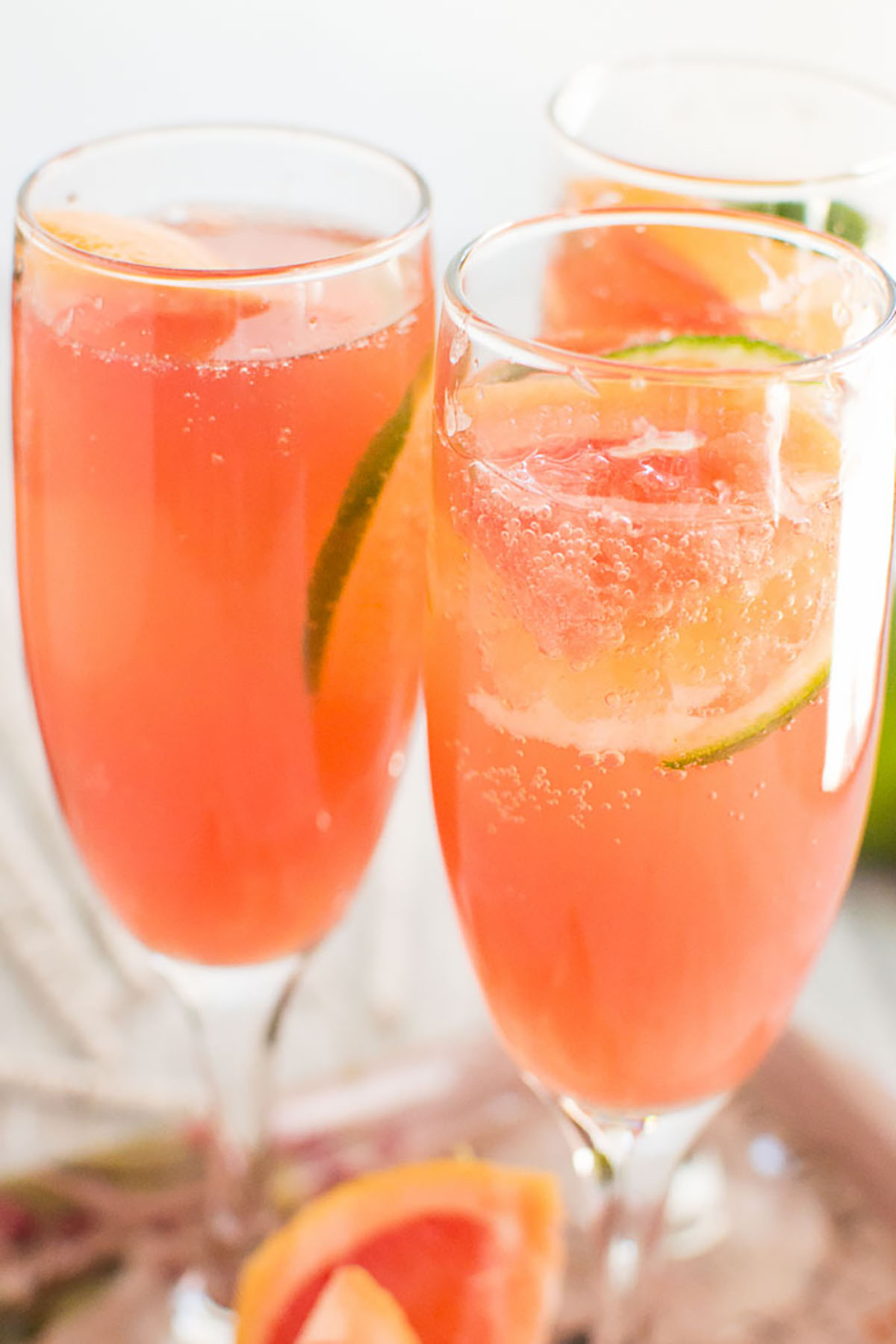 26 fruity mimosa recipes for your best brunch ever for Fruity mixed drinks recipes