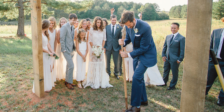 Southern wedding traditions wedding customs youll find in the south but you dont have to live in dixie to make them your own junglespirit Image collections