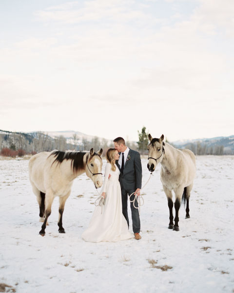30 dreamy winter wedding photos ideas for winter weddings winter wedding portraits with horses junglespirit Image collections