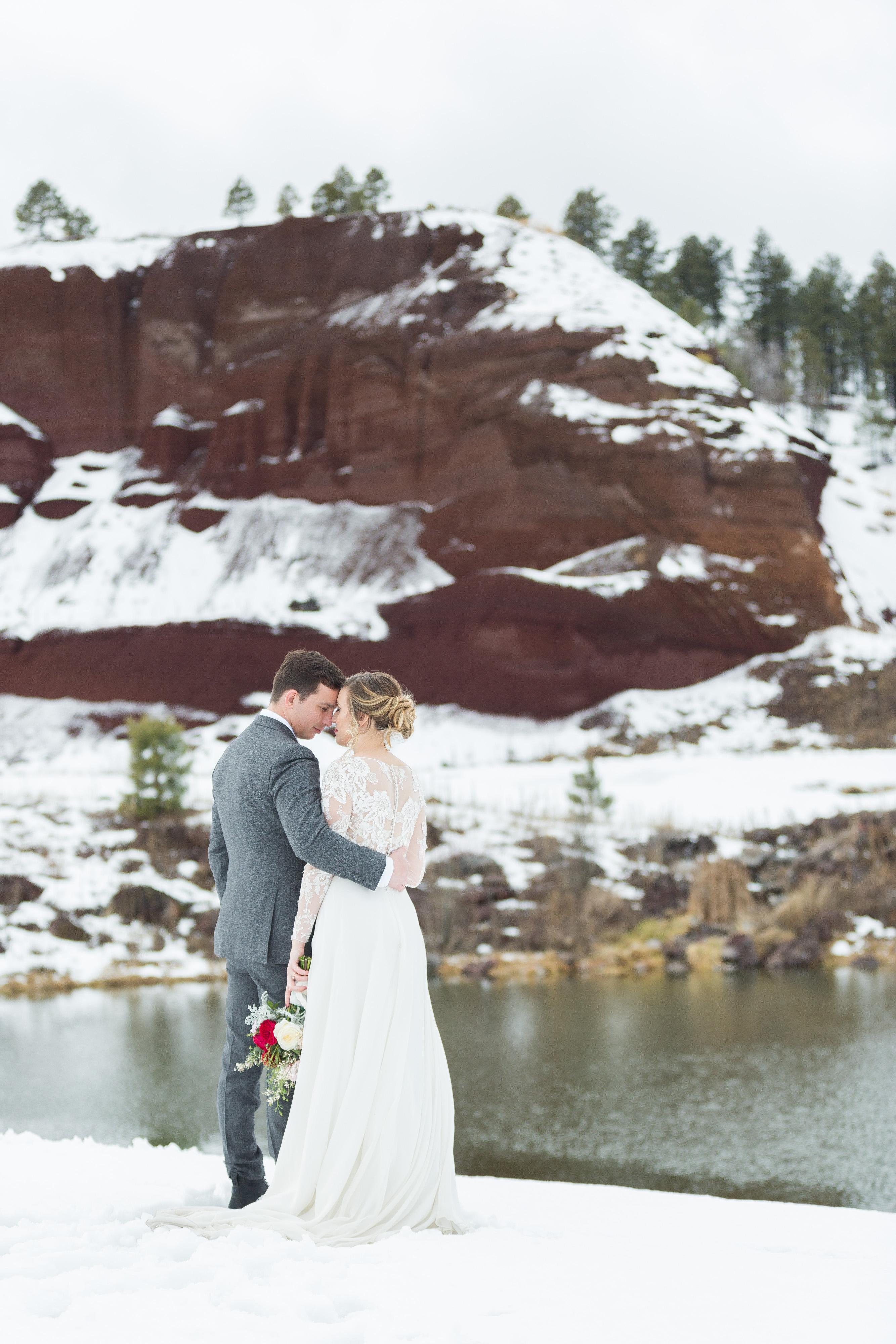30 Dreamy Winter Wedding Photos