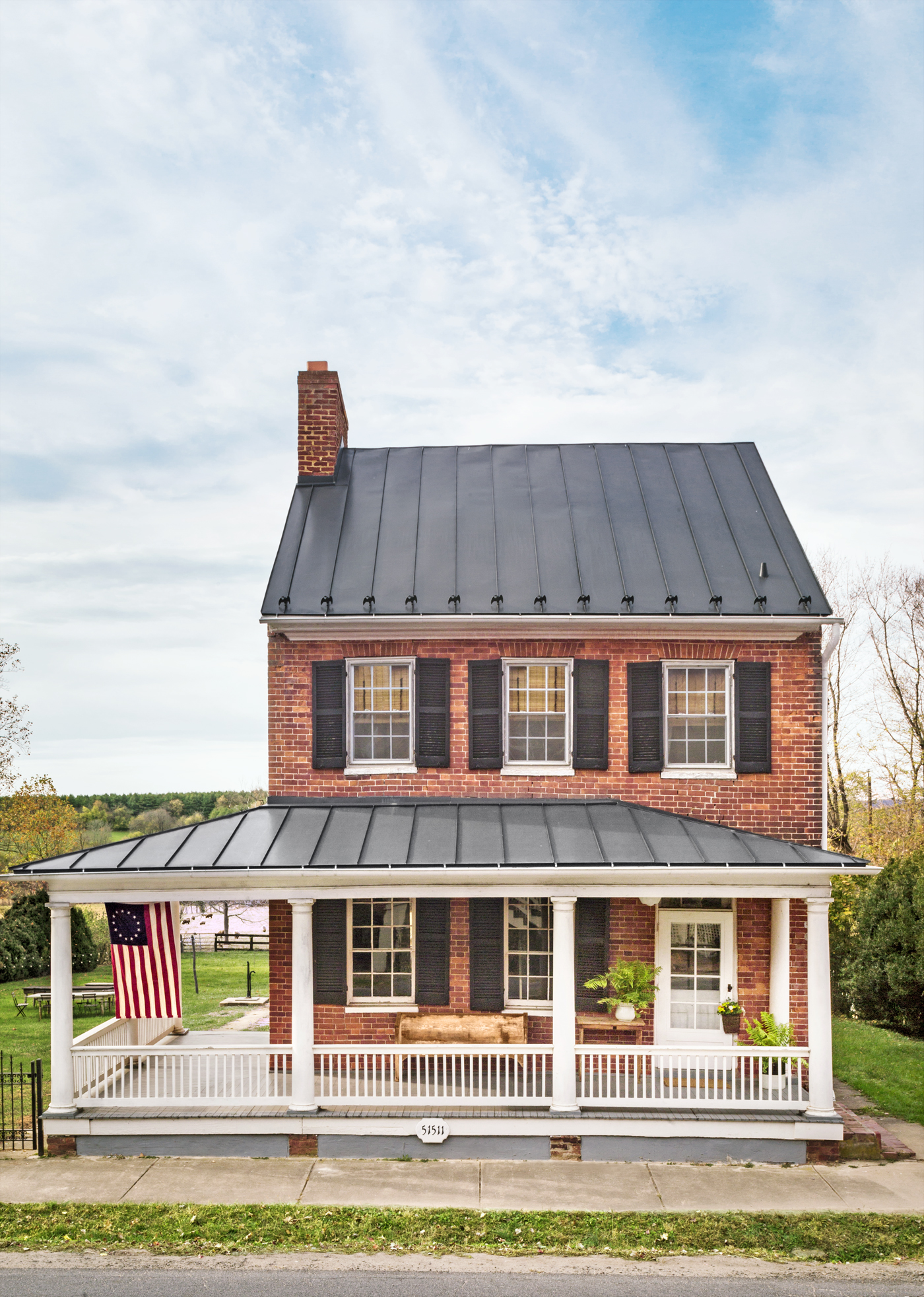 Virginia farmhouse makeover federal style decorating ideas for Farmhouse brick