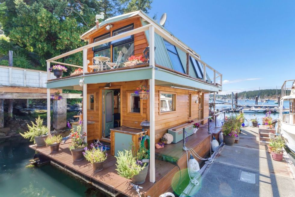 This Gorgeous Tiny House Floats on Water and Were Totally On
