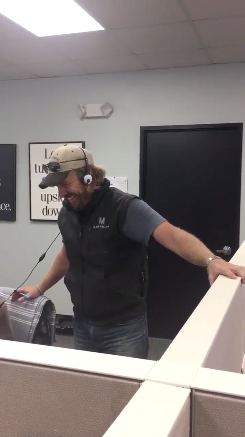 Country Living Customer Service : Chip Gaines Answering Magnolia Customer Service Calls Is ...