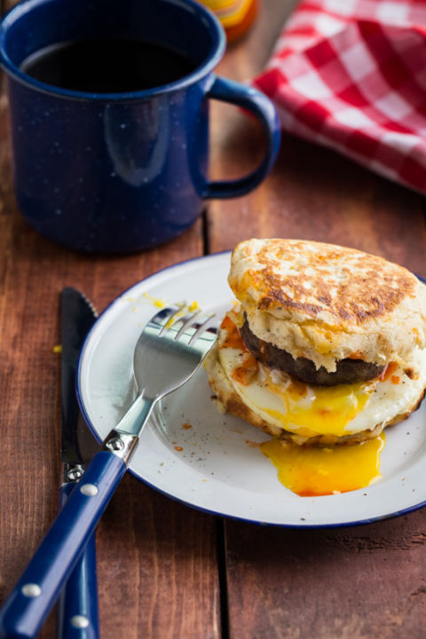 19 Easy Breakfasts For Your Next Camping Trip Source Campfire Breakfast Burger