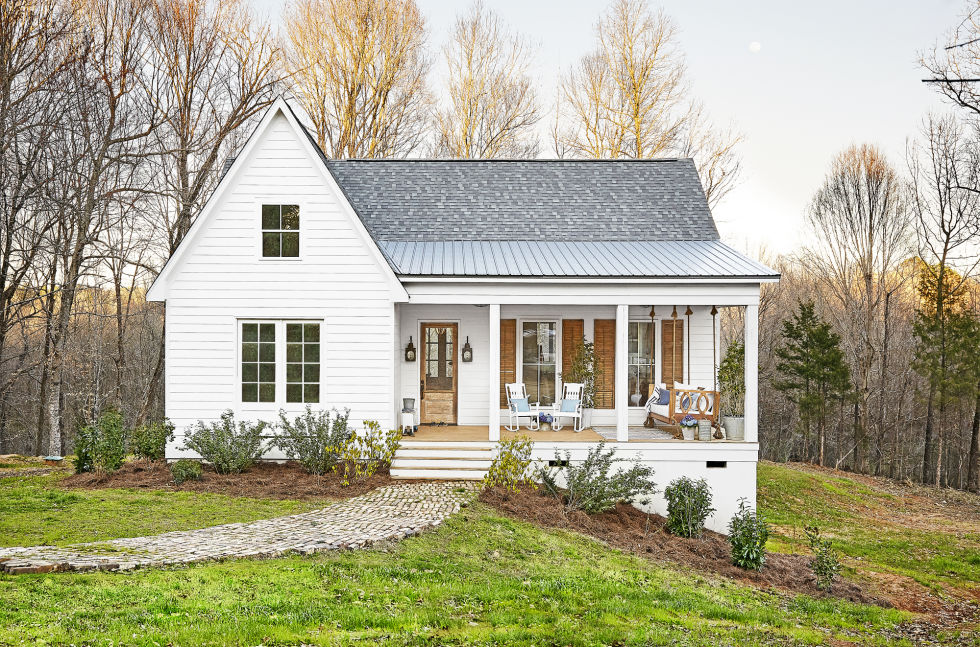 Inside a mississippi farmhouse sweet southern blue for Southern farmhouse