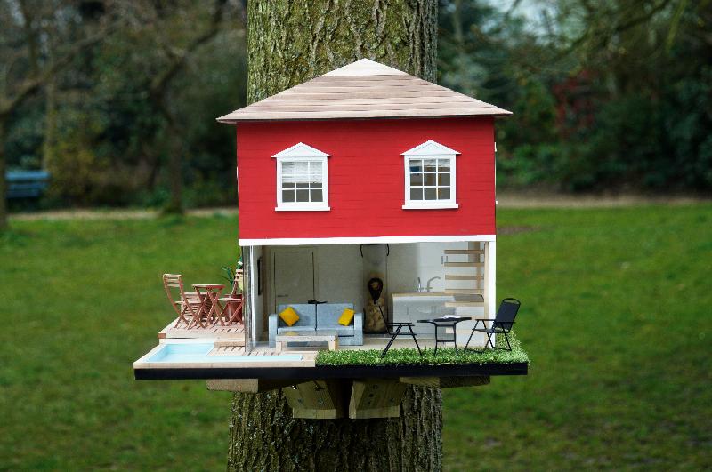 15 outrageous custom birdhouses decorative bird houses for Different bird houses