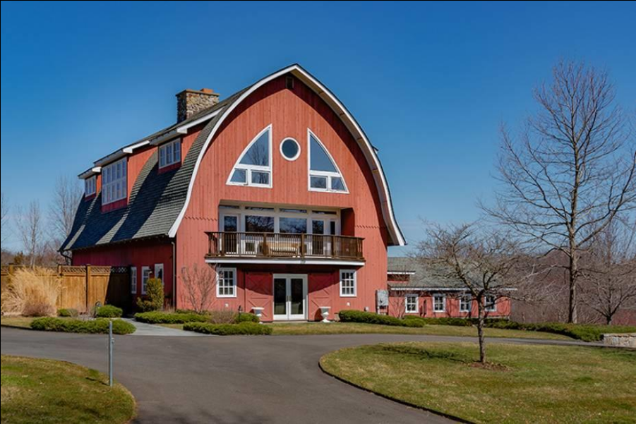 8 beautiful barndominiums for sale across the country for Cheap barn style homes