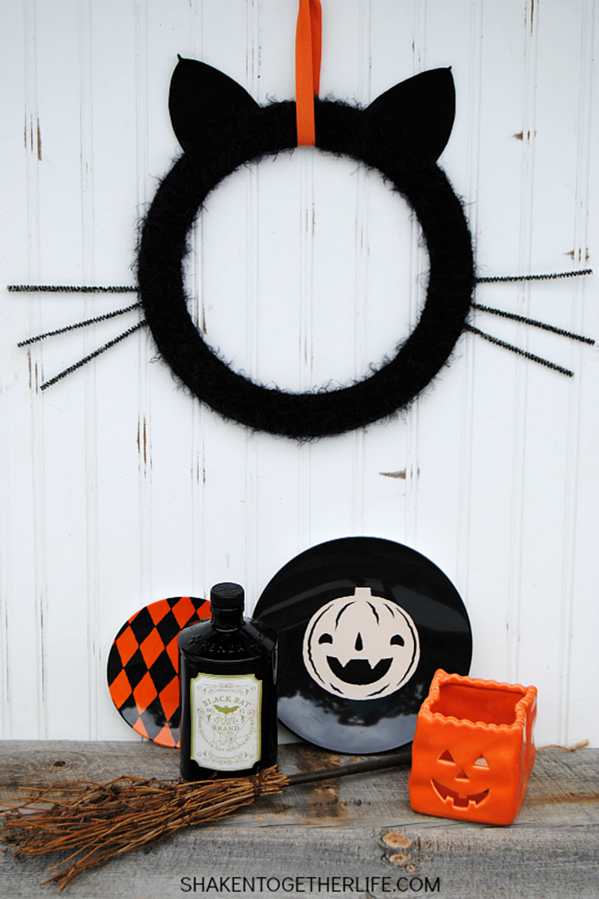 Decorating Ideas > 30+ DIY Halloween Wreaths  How To Make Halloween Doo ~ 174512_Halloween Door Wreath Ideas