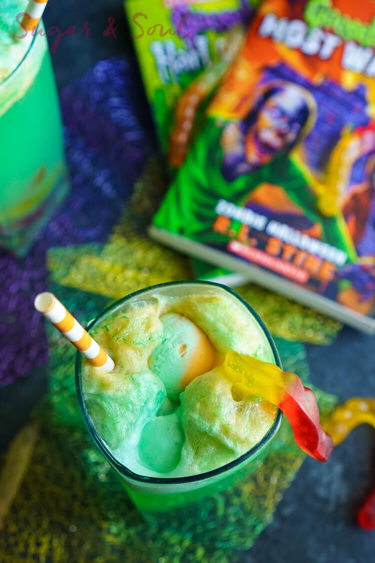 21 easy halloween punch recipes alcoholic punch ideas for halloween - Halloween Punch Alcohol