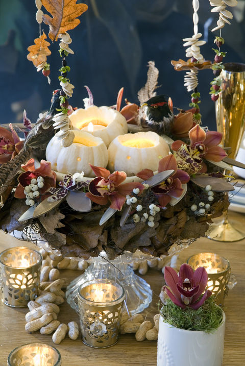 Whether you make it yourself or buy a bouquet,yourThanksgiving table isn't completewithout a beautiful centerpiece.