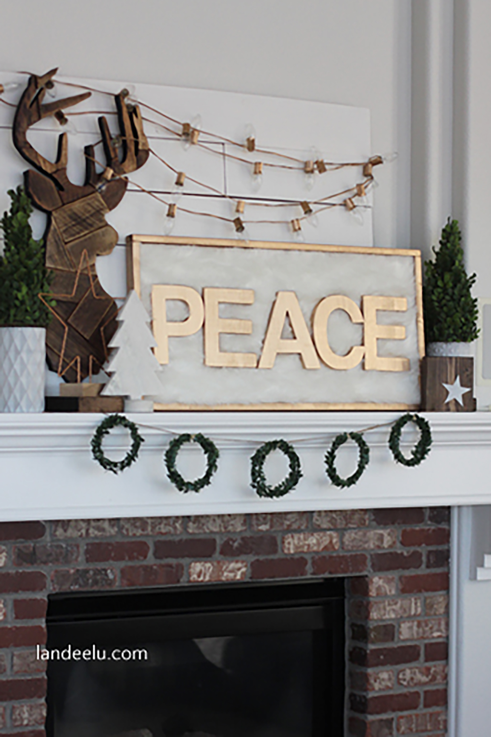 Christmas mantle decor - 35 Christmas Mantel Decorations Ideas For Holiday Fireplace Mantel Decorating