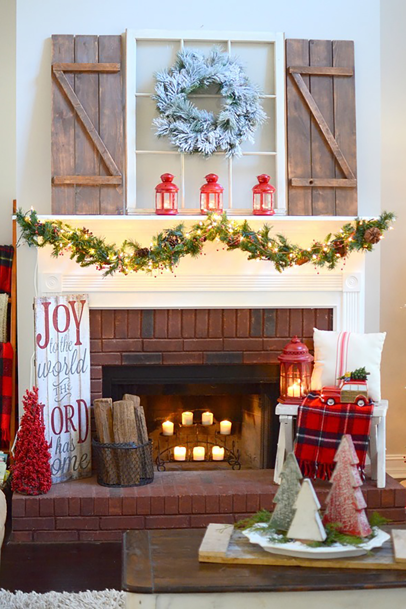 35 christmas mantel decorations ideas for holiday for How to decorate a fireplace for christmas