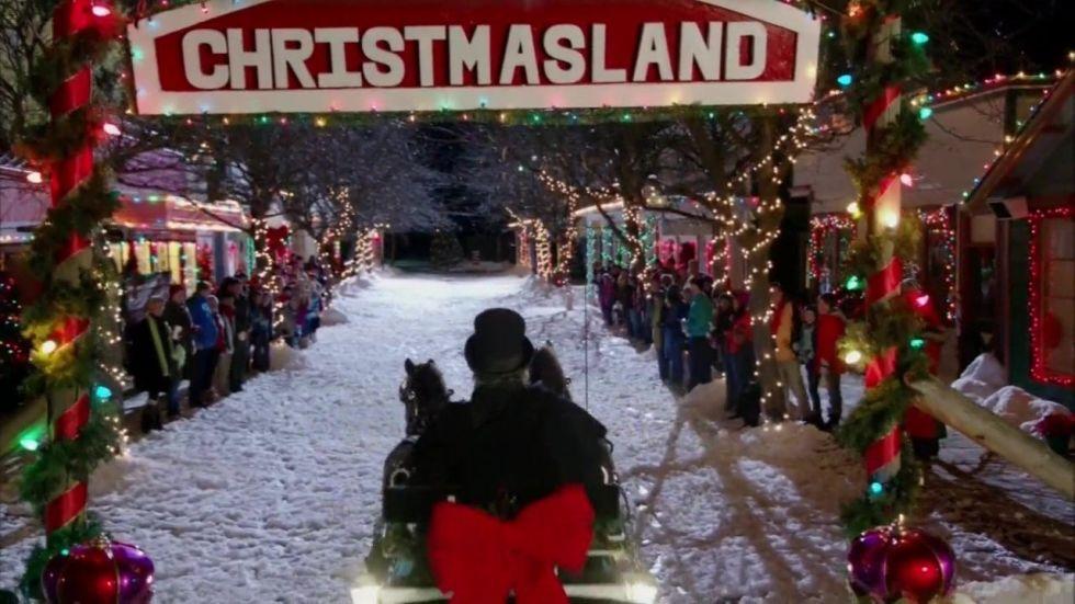 6 Hallmark Christmas Movies Filmed In Small Towns - Hallmark ...