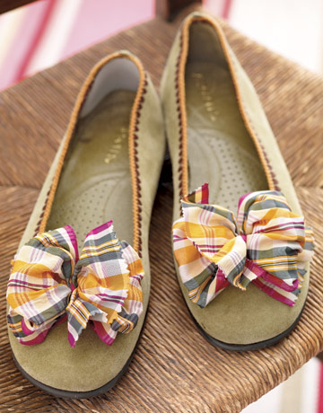 Expert crafter Melissa Neufeld uses beautiful fabric ribbons to give everyday shoes a quick, colorful makeover. Using bright tafetta ribbon and a hot-glue gun, Melissa needed just 10 minutes to give a pair of suede slip-ons this stylish new look.