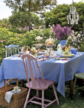 Mother 39 s day tea party ideas hosting a tea party Backyard party table settings