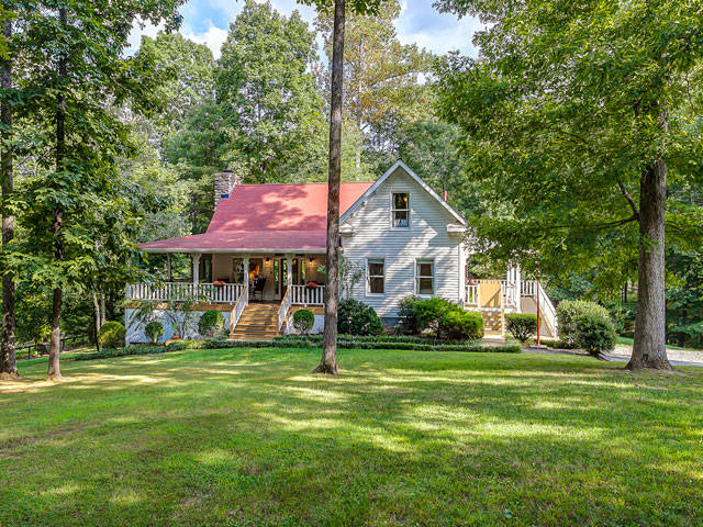 Farmhouse in the Fork Shelter and Roost Vacation Rentals Tennessee Cabin Re
